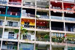 42 Nguyen Hue | Saigon Vietnam (Paul Tocatlian | Happy Planet) Tags: nguyenhue saigon hochiminhcity vietnam building coffeeshop shops boutiques bookstores shopping eating salons happyplanet asiafavorites urban