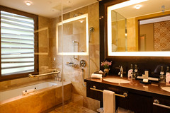 Bathroom with large shower area (A. Wee) Tags: urubamba peru 秘鲁 豪华精选 luxurycollection tambodelinka resort hotel 酒店 suite 套房 bathroom shower 沐浴室 bathtub