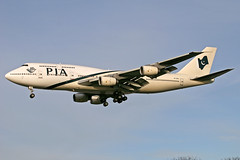 PIA Pakistan International Airlines Boeing 747-367 AP-BFX LHR 12-11-05 (Axel J.) Tags: pia pakistaninternationalairlines boeing 747 apbfx lhr london heathrow luftfahrt fluggesellschaft flughafen flugplatz aircraft aeroplane aviation airline airport airfield 飞机 vliegtuig 飛機 飛行機 비행기 авиация самолет תְעוּפָה hàngkhông avion luchtvaart luchthaven avião aeropuerto aviación aviação aviones jet linienflugzeug vorfeld apron taxiway rollweg runway startbahn landebahn outdoor planespotter planespotting spotter spotting fracht freight cargo