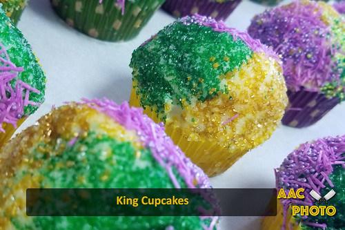 """King Cupcakes • <a style=""""font-size:0.8em;"""" href=""""http://www.flickr.com/photos/159796538@N03/33437570218/"""" target=""""_blank"""">View on Flickr</a>"""