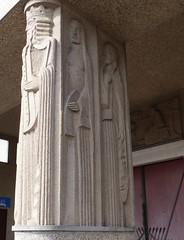 Blois, Loir-et-Cher: pilier sculpté par Jean et Joël Martel (un des 4 grands prophètes) , basilique Notre-Dame de la Trinité, 1932-39,  architecte Paul Rouvière, classée dès 1996 au titre des monuments historiques. (Marie-Hélène Cingal) Tags: france centrevaldeloire centre loiretcher 41 blois baznīca église kirik iglesia church chiesa bažnyčia kirche kostol eliza