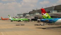 O.R Tambo Airport, Johannesburg (blafond) Tags: kulula mango airport aéroport ortambo terminal avions airplanes jets