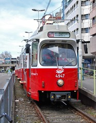 Utrecht, Stationsplein 21.04.2010 (The STB) Tags: utrecht publictransport citytransport öpnv openbaarvervoer tram tramway strassenbahn strasenbahn holland nederland netherlands