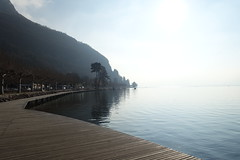 Boardwalk @ Lake Annecy @ Petit Port @ Annecy-le-Vieux (*_*) Tags: europe france hautesavoie 74 annecy annecylevieux january winter hiver 2019 morning lac lake petitport lacdannecy lakeannecy sunny savoie fog
