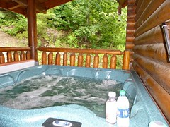 Cabin Life For me! (norvegia2005sara) Tags: norvegiasara 2018 usa2018 trip travel vacation landoffreedom homefarfromhome ourparadise ourrefuge poerinis usa america tn tennessee gsm greatsmokymountainsnationalpark np countryside mountains mountainscall pigeonforge cabin cabinlife eaglefeathercabin eaglefeathercabinpigeonforge cabinretreat hottub water