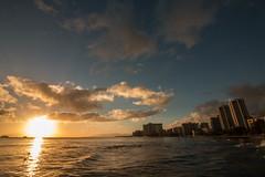 Hawaiian Sun (José Rambaud) Tags: hawaii oaku waikiki honolulu usa pacificocean oceanopacifico pacific océanopacífico mar oceano atardecer sunset beach playa cielo sky skyscape sunny waves