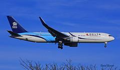 Boeing B767 ~ N171DZ  Delta (Aero.passion DBC-1) Tags: spotting cdg 2013 airport airlines airliner roissy aeropassion avion aircraft aviation plane dbc1 david biscove boeing b767 ~ n171dz delta
