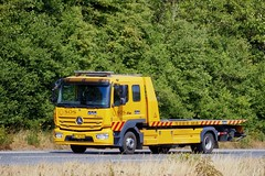 BL56054 (18.07.18, Motorvej 501, Viby J)DSC_5311_Balancer (Lav Ulv) Tags: 255628 wrecker towtruck fejeblad abschlepper mercedesbenz atego atego967 atego1224 2017 rigid flatbed emergencyvehicles yellow sosdanskautohjælp e6 euro6 4x2 truck truckphoto truckspotter traffic trafik verkehr cabover street road strasse vej commercialvehicles erhvervskøretøjer danmark denmark dänemark danishhauliers danskefirmaer danskevognmænd vehicle køretøj aarhus lkw lastbil lastvogn camion vehicule coe danemark danimarca lorry autocarra danoise vrachtwagen motorway autobahn motorvej vibyj highway hiway autostrada