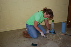 DSC_4532 (Newport News Choice) Tags: serve the city 2019 cni volunteers community service youth children teens scrubbing gloves cleaning floors