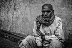 Mumbai (LXXVII) (manuela.martin) Tags: schwarzundweis streetphotography bw blackandwhite mumbai india people peoplephotography foreignpeople hipshots leicammonochrom leica leicamonochrom leicam