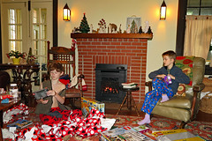 christmaswrap (FAIRFIELDFAMILY) Tags: christmas 2018 jason taylor grant carson michelle winnsboro sc south carolina present presents family living room house interior arts crafts craftsman bungalow antique fireplace rug lego legos child boy young old children boys mother son fairfield county vintage tree morris chair oak mantle piece
