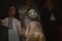 Spooky Cute (pni) Tags: toy doll smile girl finnishtoymuseum hevosenkenkä suomenlelumuseo finlandsleksaksmuseum näyttelykeskus weegee utställningscentret exhibitioncentre espoo esbo finland suomi pekkanikrus skrubu pni
