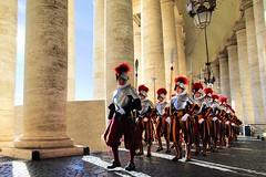 Guardia Svizzera (Michelecimitan) Tags: michelecimitan guardiasvizzera gardessuisses vatican vaticano piazzasanpietro sanpietro rome roma lazio italie italy italia europe europa geotagged