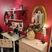 ちょっとガーリーなイケアの家具で作ったデスク周りの写真