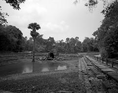 1128 (The Dent.) Tags: cambodia siem reap mamiya 7ii tmy2 hc110 dilution b 6 min