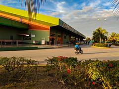 Workers arriving to Santa Clara (Cuba) airport at wee hours (lezumbalaberenjena) Tags: santa clara cuba 2019 lezumbalaberenjena airport aeropuerto abel santamaría villas villa