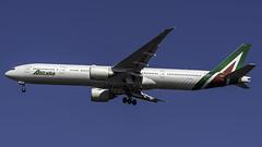 EI-WLA_JFK_Landing_31R (MAB757200) Tags: alitalia b7773q8er eiwla aircraft airplane airlines airport jetliner jfk kjfk landing runway31r boeing