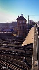 auf der Bahnhofsbrücke am frühen morgen (gabimartina) Tags: cottbus brandenburg deutschland germany gebäude schienen bahnhof railway building architektur