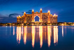 _DS20430 - Atlantis The Palm, Dubai (AlexDROP) Tags: 2019 dubai uae emirates art travel architecture color cityscape skyline palace nikond750 afsnikkor28300mmf3556gedvr best iconic famous mustsee picturesque postcard bluehour