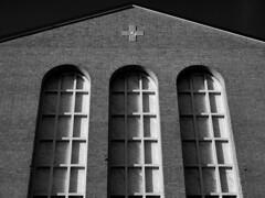 La chiesa (mattiafabris) Tags: blackandwhite particolare god windows church chiesa