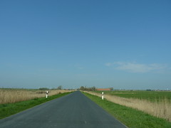 on the road (achatphoenix) Tags: road rheiderland rural roadtrip roadside eastfrisia enroute enpassant street strase vomautofenster inpassing