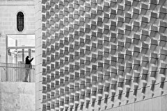 Details (Rosetta Bonatti (RosLol)) Tags: malta rosettabonatti roslol street streetphotography candid woman architecture architettura parliament renzopiano city gate lavalletta