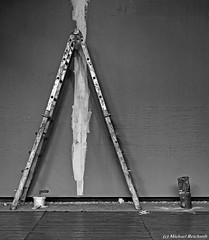 Dreieck / Triangle (Mike Reichardt) Tags: spielereien minimalism minimal makro monochrome leiter ladder handwerk craft
