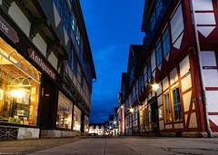 Stadtmarkt - Kornmarkt (carsten.plagge) Tags: 2019 a6300 cp55 carstenplagge fachwerk fachwerkstadt februar himmel samyang sonnenuntergang sony wolfenbüttel wolken blauestunde niedersachsen deutschland de