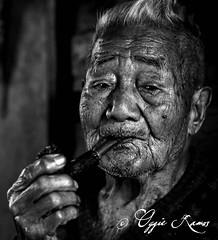 Alab Oriente Apo Todyog with Pipe Frontal Horizontal Portrait Mono (lagal[og]) Tags: elders bontoc mountainprovince sony a6000 50mmf18 oggieramos lagalog