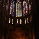 Altar mayor y vidrieras