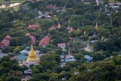 Vue de Su Taung Pyae Pagoda (Seb & Jen) Tags: mandalayregion myanmarbirmanie mandalay myanmar birmanie burma su taung pyae pagoda stupa