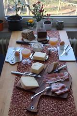 Frühstück nach Marktbesuch am Samstagmorgen (multipel_bleiben) Tags: essen brot frühstück käse wurst schinken typischdeutsch