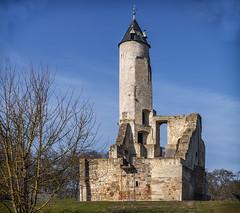 Bruay donjon (2) (JLM62380) Tags: bruay donjon bruayenartois château castle tour tower ciel monochrome sky wall mur france hautsdefrance bâtiment