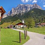 Ehrwald - Ortsmitte (33) - Kruzifix am Wegesrand thumbnail