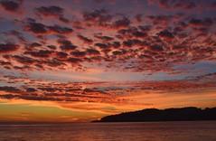 Rayos de Sol Sobre las Nubes (Tomás Hornos) Tags: clouds nubes sky rojo red rouge length fixedlens primelens 35mm d7100 oskorri mediterranean mediterráneo atardecer reflejo reflection sol sun sunset seascape mar sea almuñécar almunecar objetivofijo cielo ciel
