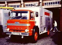 FMA998K Ford D HCBA FoT Stanlow (petros.williams@btinternet.com) Tags: alastaircollinscollection fma998k hcbangus forddseries shelloil ellesmereport