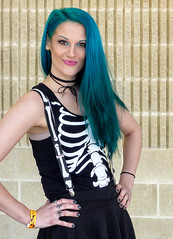 Pretty HorrorHound Woman (J Wells S) Tags: prettyyounglady youngwoman smile bluehair skeleton horrorhound weekend candidportrait portrait cosplay sharonvilleconventioncenter sharonville cincinnati ohio