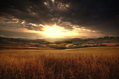 Alba!!! (Enzo Ghignoni) Tags: nuvole panorama cielo campi colline colori