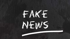 Fake_News-auf-Tafel (Christoph Scholz) Tags: fake news fakenews fälschung falschmeldung hetze rechte internet gruppen chat manipulation täuschung soziale medien trump donald
