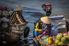 Floating market (fredericpecheux) Tags: market mekong vietnam asie asia canon boat river happyplanet