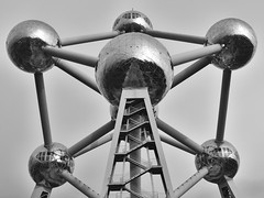The Atomium 2 (RobertLx) Tags: atomium symmetry geometric modern contemporary silver monochrome bw brussels bruxelles belgium travel europe landmark museum steel city architecture sculpture building structure benelux