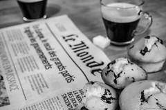 Coffee & muffins (Guiiom) Tags: coffee café muffins muffin patisserie lemonde journal monde news actualités sugar sucre mousse table bois wood chocolate chocolat pépite olympus omd em10 tasse cup black gris noiretblanc bw white blackandwhite