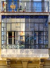 Barcelona - Gran Via 551 c (Arnim Schulz) Tags: modernisme barcelona artnouveau stilefloreale jugendstil cataluña catalunya catalonia katalonien arquitectura architecture architektur spanien spain espagne españa espanya belleepoque window fenster ventana finestra fenêtre art arte kunst baukunst modernismo gaudí liberty ornament ornamento