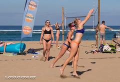beach volley - training (susodediego ) Tags: beachvolley lascanteras laspalmasdegrancanaria ocean atlantic blue sand arena sun olympusem10markii mzuiko60mmf28macro susodediego