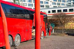 heute mal rot (Rasande Tyskar) Tags: hamburg street streetshot strase rot bus autobus coach red