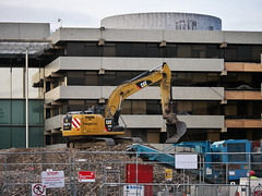 AIB Bank Centre demolition (turgidson) Tags: panasonic lumix dmc g7 panasoniclumixdmcg7 panasonicg7 micro four thirds microfourthirds m43 g lumixg mirrorless x vario 35100mm 35100 f28 hhs35100 telephoto zoom lens panasonic35100 panasoniclumixgxvario35100mmf28 silkypix developer studio pro 9 silkypixdeveloperstudiopro9 raw p1290242 aib bankcentre aibbankcentre merrion road merrionroad ballsbridge dublin ireland demolition facebook hegarty hegartydemolition cat caterpillar 320 e l 320e cat320el caterpillar320el 320el mechanical digger hydraulic tracked excavator equipment rubble pile