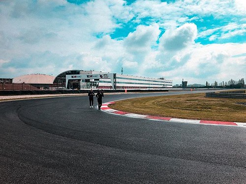 Back on track... this time with @lasaderini - stay tuned ! #newproject #serie #trackday