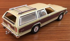 1985 Ford LTD Country Squire 1/64 Greenlight (Eunus El Ya) Tags: malaiseera stationwagon musclewagon fomoco mercury lincoln countrysquire ltd ford fordltd 80s 1985 car model toy diecast 164 greenlightcollectibles greenlight