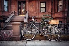 VELO   VINO (Dan Fleury Photos) Tags: village quaint box heritage brownstone urban bicycle bike schwinn boston massachusetts unitedstatesofamerica us