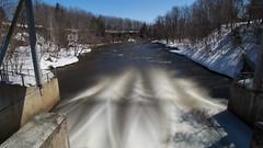 Barrage en aval - Rivière Saint-Charles, Parc Chauveau - Québec, Canada  - 0998 (rivai56) Tags: rivièresaintcharles parcchauveau québec canada river barrage printemps spring en aval downstream longueexposition